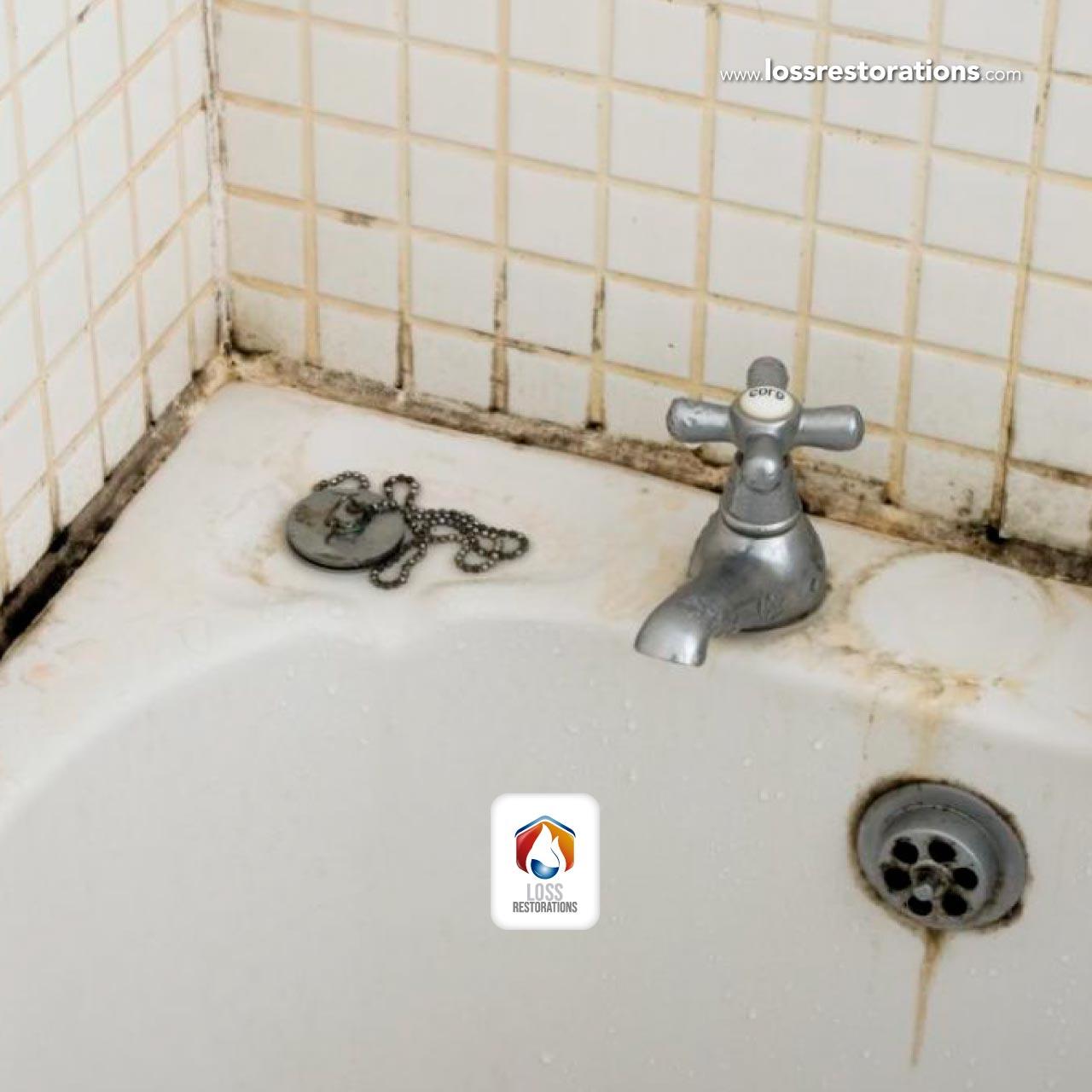 Pasos para reparar paredes y pisos en salas de baño a causa de la humedad